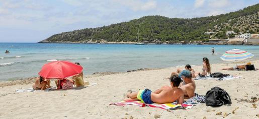 La playa de Ses Salines ofrecía ayer al mediodía, en el último día del mes de mayo, una estampa que no se contemplaba desde hace muchos años en Ibiza.