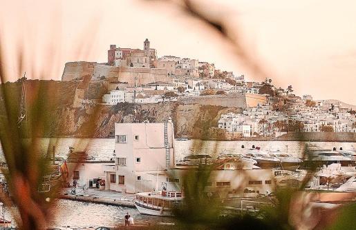 Descubre la magia de Ibiza.