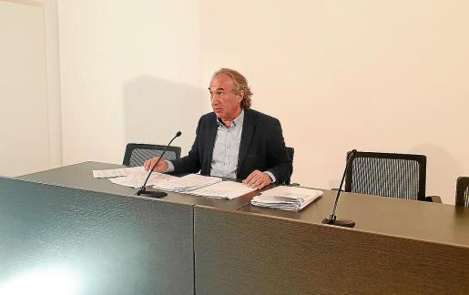 Imagen del conseller balear de Educación, Martí Mach, en la rueda de prensa del pasado jueves.