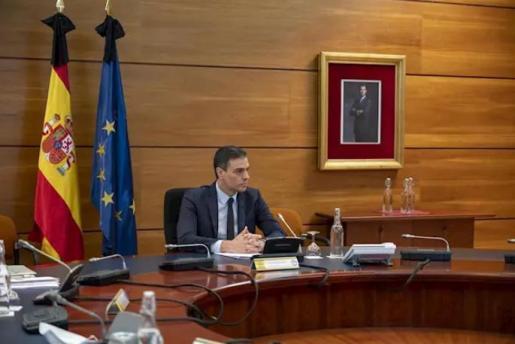 El presidente del Gobierno, Pedro Sánchez, durante la reunión del Consejo de Ministros que aprobará la sexta prórroga del estado de alarma, en Madrid (España), a 5 de junio de 2020. - Moncloa