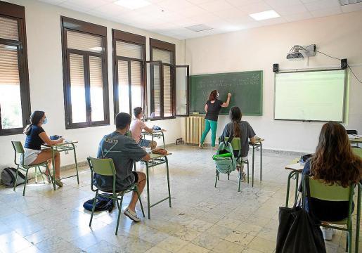 Los docentes de Ibiza se sienten «engañados» y «despreciados» por Educació.