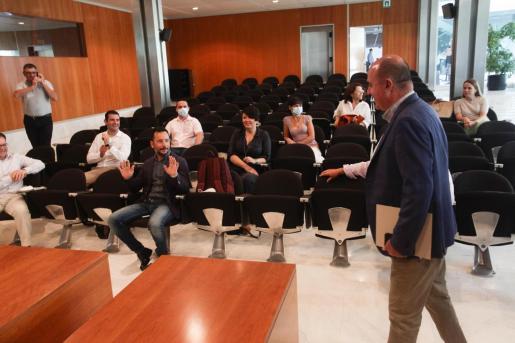 El presidente del Consell d'Eivissa, Vicent Marí, llegando a la reunión del miércoles con los alcaldes.