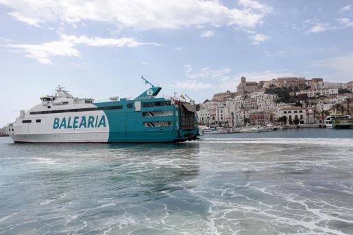 El ferry de Baleària que hace el trayecto entre Ibiza y Formentera.