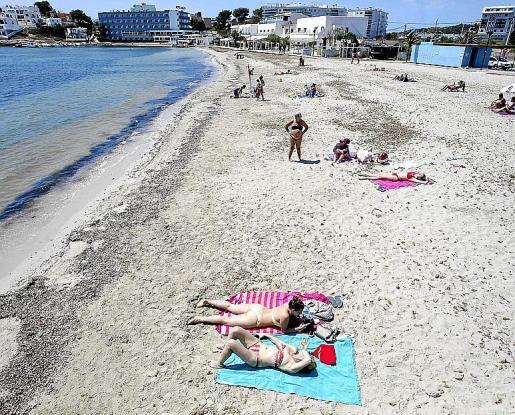 Una playa de Ibiza durante la fase 2 de la desescalada.