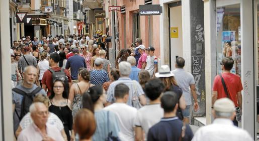 En la imagen, de julio del pasado año, puede verse la calle Sant Miquel de Palma abarrotada de turistas. Este año es seguro que llegarán menos turistas.