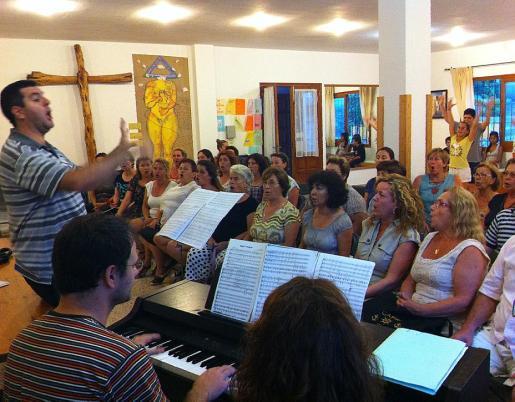 Imagen de uno de los ensayos del coro para el espectáculo dedicado a Abba.