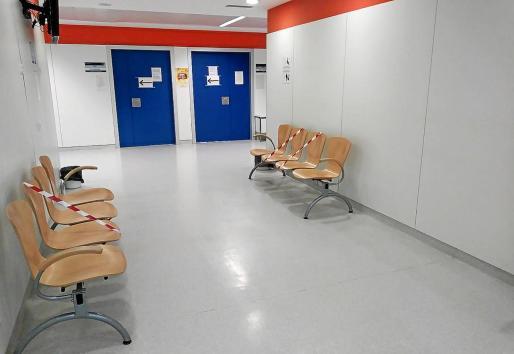 Uno de los pasillos de consultas del Hospital Can Misses.