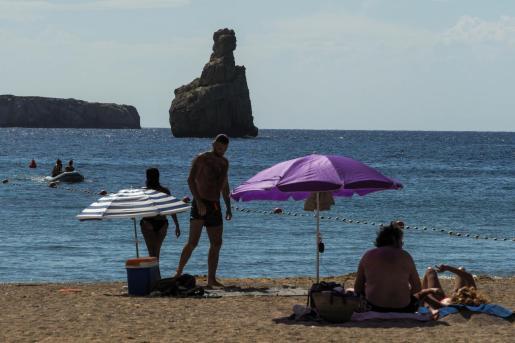 Playa de Benirràs durante la fase 2 de la desescalada.