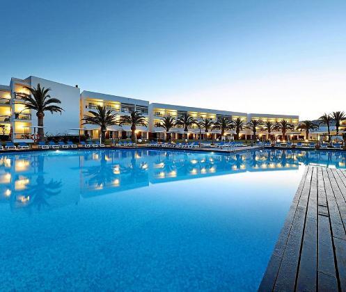 Una de las zonas de piscina del Grand Palladium Resort.