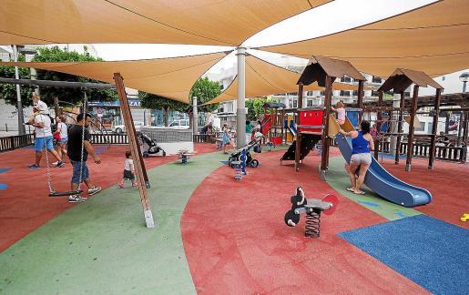 Sant Antoni fue el primer municipio en el que las risas de los niños se volvieron a escuchar en sus parques. El resto de municipios reabrirán a lo largo de la semana.