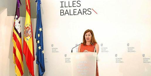 La presidenta del Govern, Francina Armengol, durante la rueda de prensa.