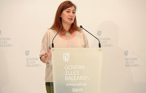 La presidenta del Govern balear, Francina Armengol, durante una rueda de prensa.