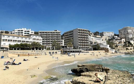 Los españoles que viajen optarán por el turismo nacional.