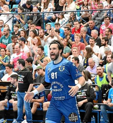 Pablo Castro, durante un partido de su etapa en el Cangas.