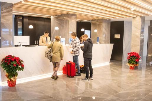 Imagen de archivo de turistas en un hotel de Ibiza.
