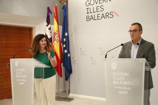 Pilar Costa y Juan Pedro Yllanes durante la rueda de prensa del Consell de Govern.