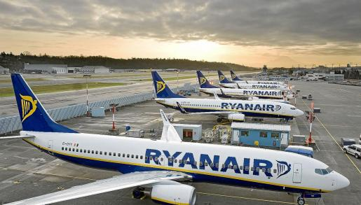 Varios aviones de ryanair.