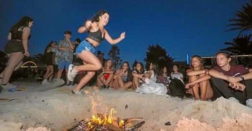 Una imagen de las celebraciones de la noche de San Juan en Ibiza el año pasado.