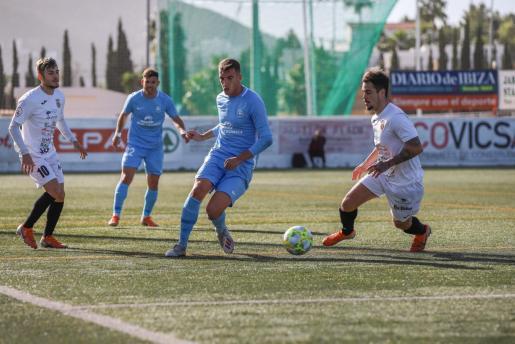 Un instante del partido entre la Peña Deportiva y la UD Ibiza durante la primera vuelta de la temporada.