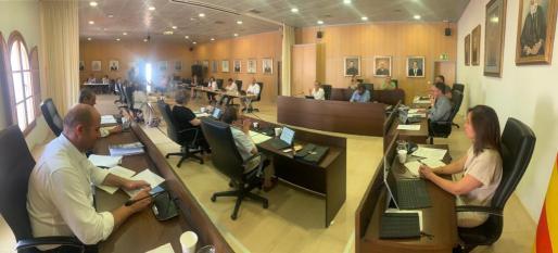 Un instante del pleno en el Ayuntamiento de Sant Josep, hoy jueves.