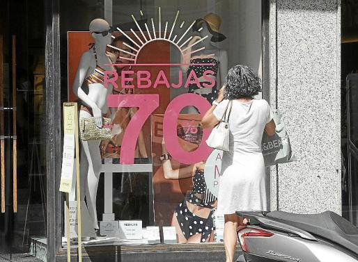 Este año la crisis económica ha afectado seriamente a los bolsillos de los ibicencos y eso se nota en que hay mucha menos gente en las tiendas.