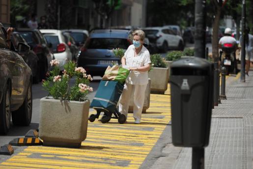 Zonas de viandantes. Las zonas habilitadas para viandantes con la implantación de 'Eivissa Oberta' ha supuesto la pérdida de decenas de plazas de aparcamiento y son pocos los peatones que las usan.