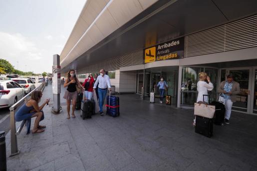 Poco a poco, el aeropuerto de Ibiza va recuperando conexiones aéreas.