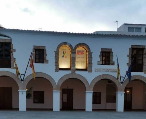 El Ayuntamiento de Santa Eulària se suma a la celebración internacional del Día del Orgullo LGTBIQ +.