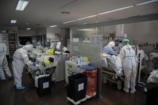 En la imagen la UCi del hospital de Son Llàtzer.