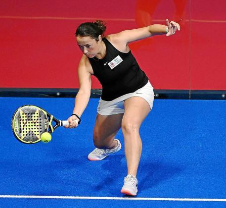 Carla Tur, en acción durante el partido contra la pareja Wyckaert-Cañellas.