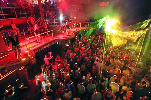 Las macrodiscotecas y las salas de baile desaparecerán de Ibiza durante este verano.
