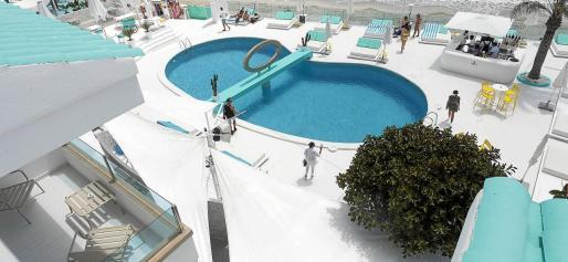 La piscina del Santos ha incrementado la distancia entre hamacas, establecido protocolos y distribuido gel en las zonas comunes.