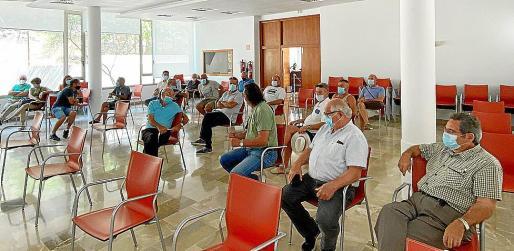 Concesionarios de playa en la reunión de ayer en el Ayuntamiento de Sant Joan.