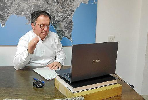 Agustinet, durante la conferencia por Facebook.