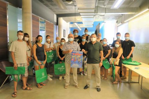 En la imagen, la entrega de los premios a los ganadores del sorteo de la campaña comercial 'El Empujón'.