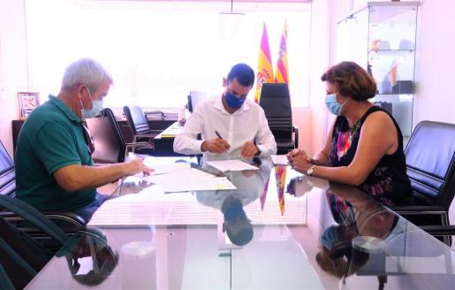 Sant Antoni firma el convenio de colaboración para el programa 'Un mar de posibilidades'