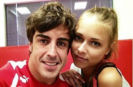 Foto publicada en Twitter de la nueva pareja de Fernando Alonso, Dasha Kapustina.