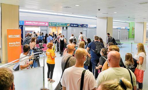 Imagen de los turistas llegados al aeropuerto el pasado jueves.