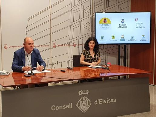 Imagen de la rueda prensa de Vicent Marí e Isabel Castro.