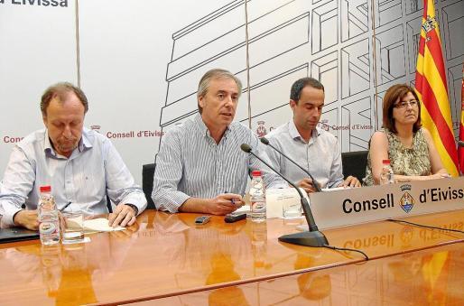 Vicent Serra compareció acompañado por Mariano Juan, Álex Minchiotti y Pepa Costa.