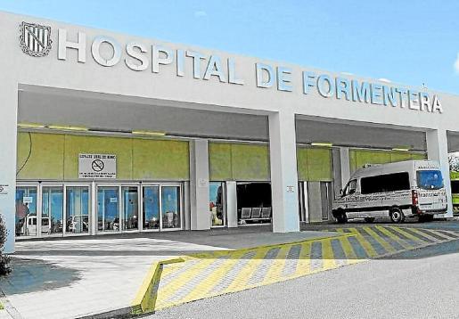 Acceso principal al hospital de Formentera.