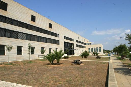 Imagen del edificio Guillem Cifre de la UIB.