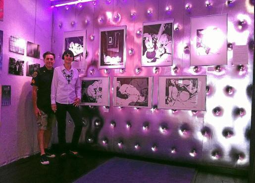 Patrick y Pashat junto a las obras de Varenne en la galería Sa Majesté.
