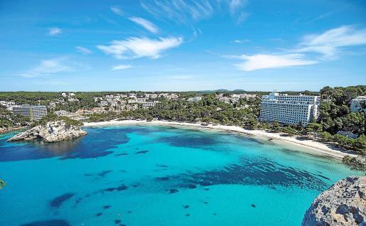 Menorca es la isla que más ha aumentado su capacidad turística en 15 años, un 7,69%.