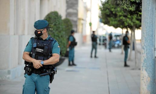Los registros simultáneos en Palma, Eivissa y Maó supusieron el estallido de una nueva causa anticorrupción, la segunda entorno a la Autoridad Portuària de Balears después del operativo que se llevó a cabo en el año 2010 y que terminó con dos condenados por amaño de contratos. Foto: P. BOTA