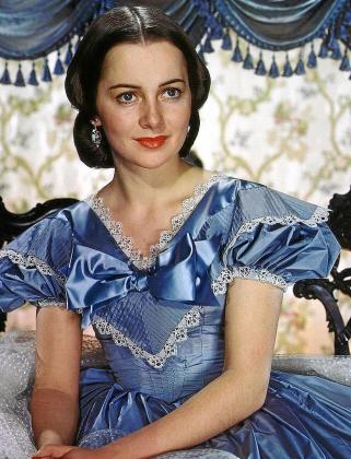 La actriz británico-estadounidense Olivia de Havilland en su inolvidable papel de Melania Harris en la película 'Lo que el viento se llevó'.
