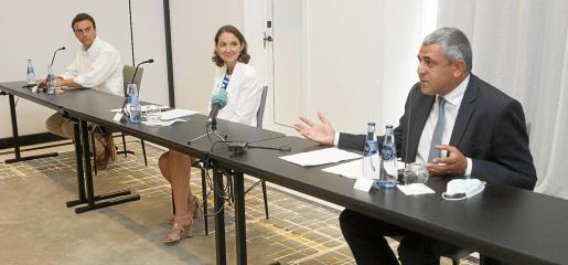 La ministra de Turismo, Reyes Maroto, junto a Abel Matutes Prats (izda) y el secretario general de la OMT, Zurab Pololikashvili.