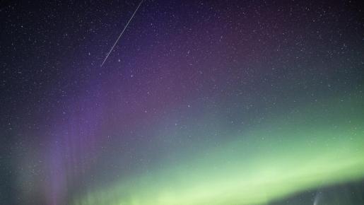 Una granjera canadiense capta un meteorito, un cometa, la aurora boreal y un extraño fenómeno llamado 'Steve'.