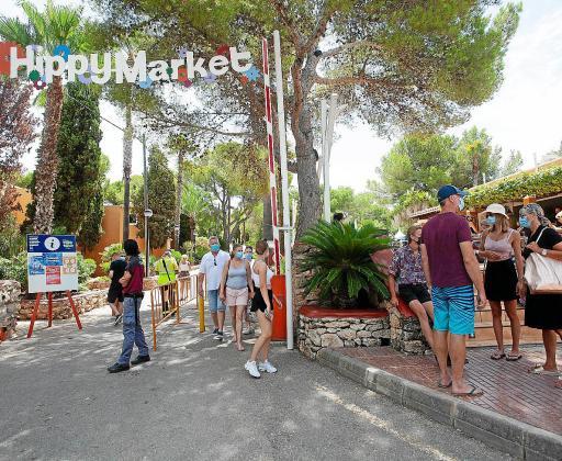 Imagen de archivo del mercadillo de es Canar, donde se concentra mucho turismo británico.