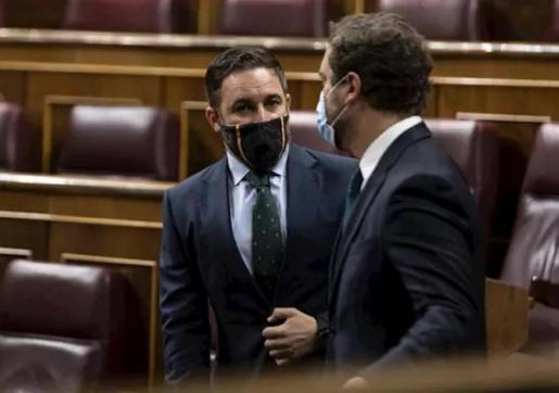 """Abascal denuncia la """"irresponsabilidad"""" del PSOE por llenar su bancada del Congreso, pese a las restricciones sanitarias."""